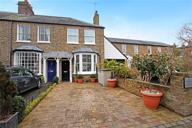 Guide Price £685,000, 2 Bedroom Semi Detached House For Sale in Windsor, SL4
