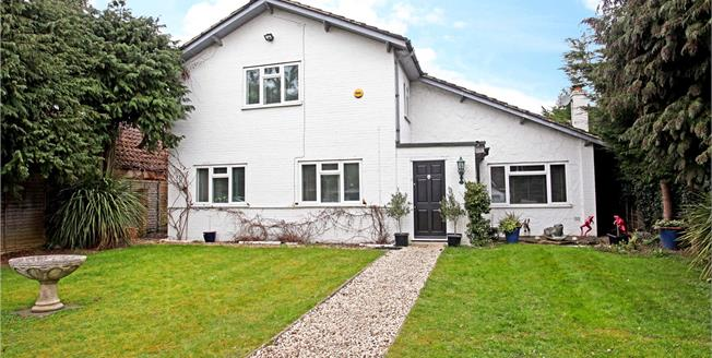 Guide Price £895,000, 3 Bedroom Detached House For Sale in Wraysbury, TW19