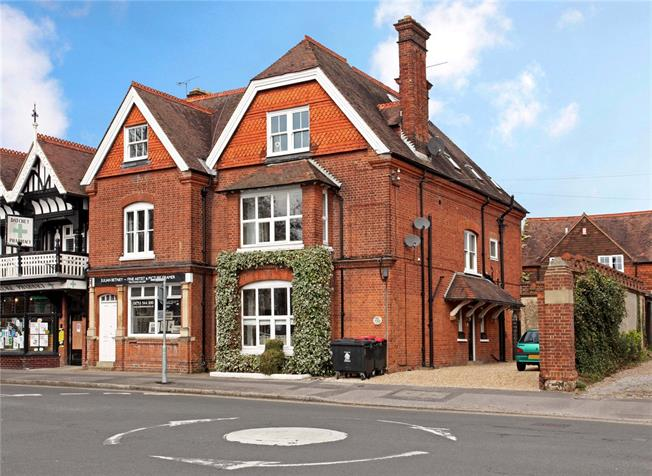 Guide Price £600,000, 3 Bedroom Flat For Sale in Datchet, SL3