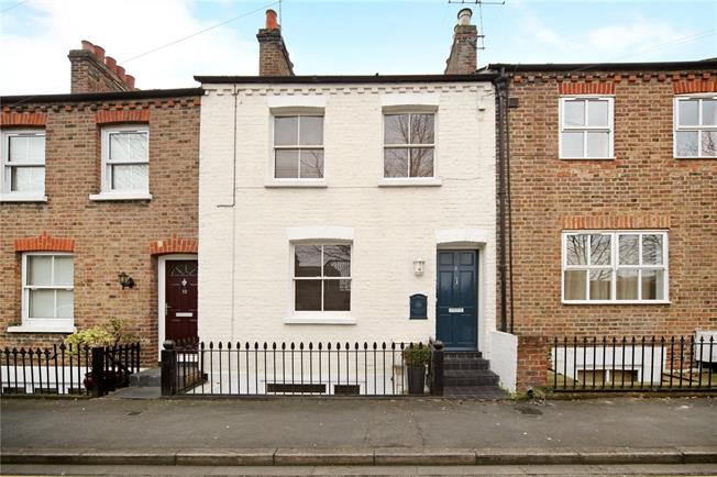 Guide Price £555,000, 2 Bedroom Terraced House For Sale in Windsor, SL4