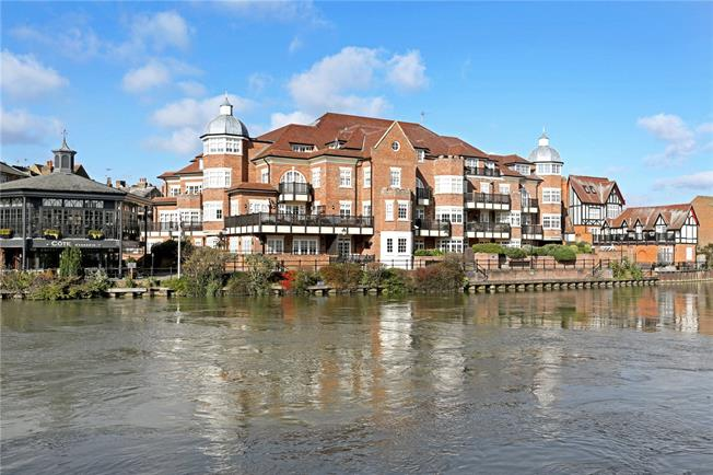 Guide Price £1,400,000, 3 Bedroom Flat For Sale in Eton, SL4
