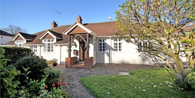 Guide Price £900,000, 5 Bedroom Bungalow For Sale in Wraysbury, TW19