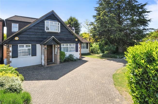 Guide Price £995,000, 4 Bedroom Detached House For Sale in Berkshire, SL4