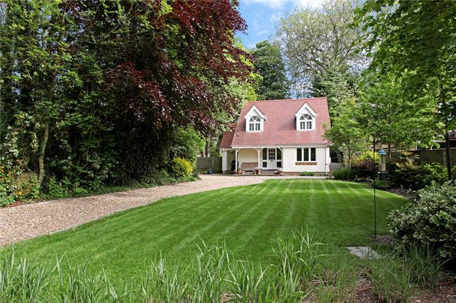 Guide Price £895,000, 4 Bedroom Detached House For Sale in Egham, TW20