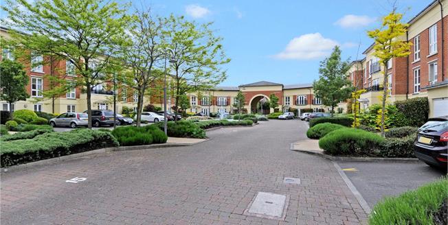 Guide Price £450,000, 3 Bedroom Flat For Sale in Windsor, SL4