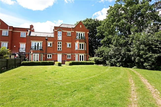 Guide Price £450,000, 2 Bedroom Flat For Sale in Windsor, SL4