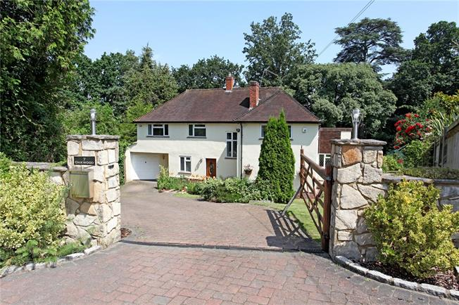 Guide Price £1,325,000, 4 Bedroom Detached House For Sale in Old Windsor, SL4