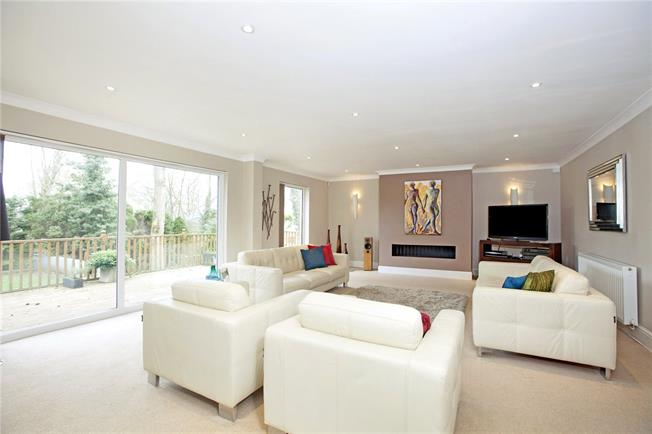 Guide Price £1,395,000, 4 Bedroom Detached House For Sale in Windsor, SL4