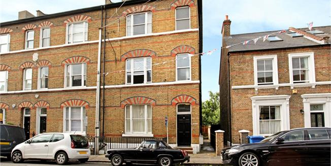 Guide Price £375,000, 1 Bedroom Flat For Sale in Berkshire, SL4