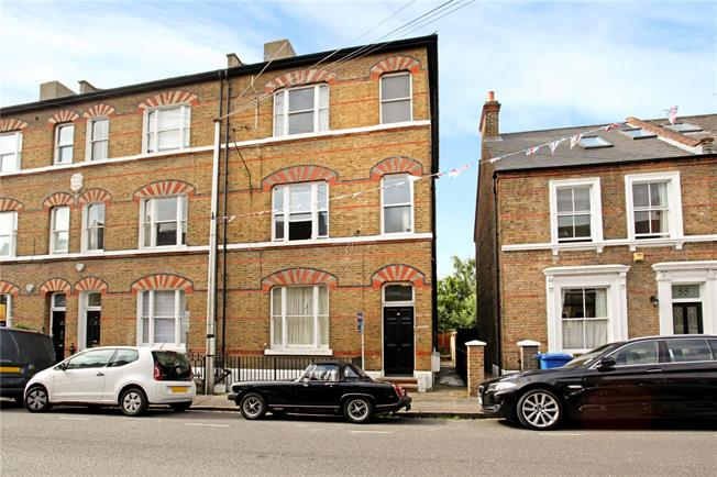 Guide Price £375,000, 1 Bedroom Flat For Sale in Windsor, SL4