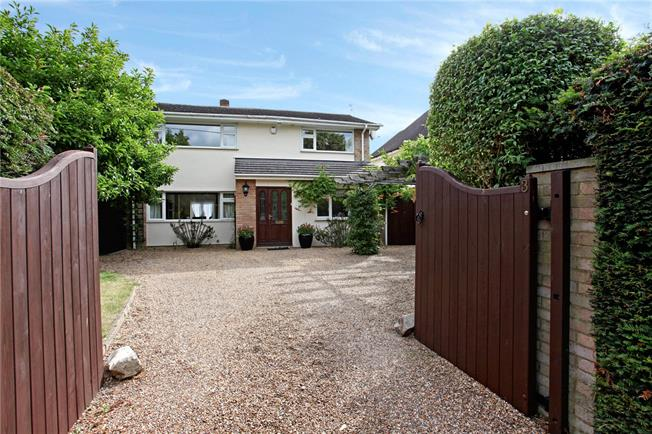 Guide Price £750,000, 4 Bedroom Detached House For Sale in Buckinghamshire, SL6