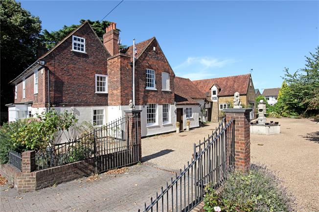 Guide Price £1,395,000, 7 Bedroom Detached House For Sale in Datchet, SL3