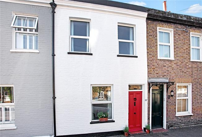 Guide Price £575,000, 2 Bedroom Terraced House For Sale in Windsor, SL4