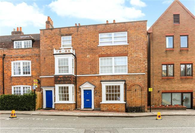 Guide Price £525,000, 2 Bedroom Flat For Sale in Berkshire, SL4