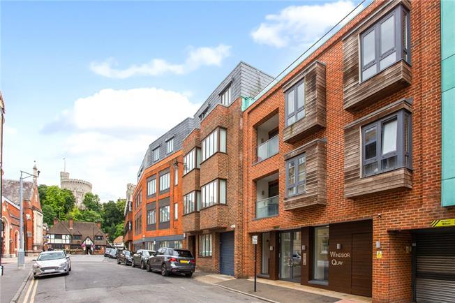 Guide Price £675,000, 2 Bedroom Flat For Sale in Windsor, Berkshire, SL4
