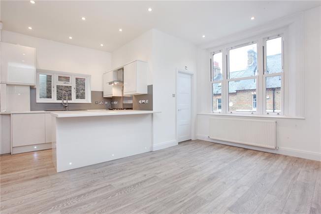 Guide Price £350,000, 1 Bedroom Flat For Sale in Windsor, SL4