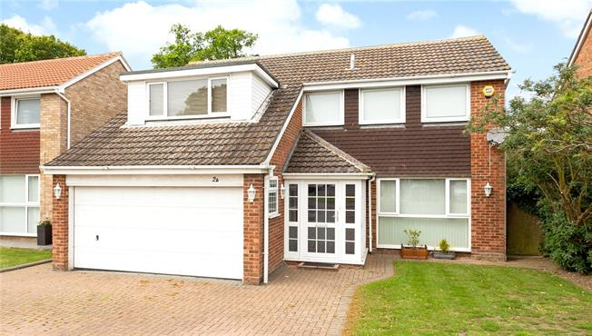 Guide Price £675,000, 4 Bedroom Detached House For Sale in Windsor, SL4