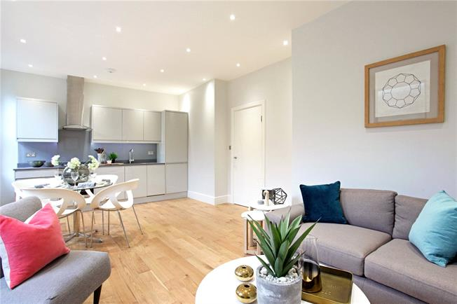 Guide Price £260,000, 1 Bedroom Flat For Sale in Windsor, Berkshire, SL4