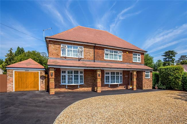 Offers in excess of £1,175,000, 5 Bedroom Detached House For Sale in Oakley Green, SL4