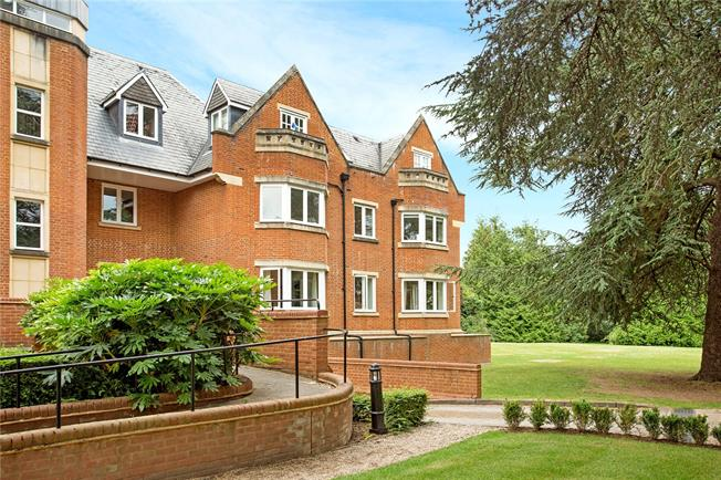 Guide Price £475,000, 2 Bedroom Flat For Sale in Windsor, SL4