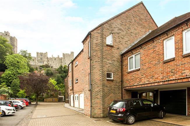 Guide Price £550,000, 3 Bedroom Flat For Sale in Berkshire, SL4