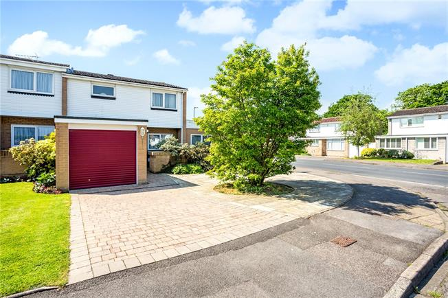 Guide Price £525,000, 3 Bedroom Semi Detached House For Sale in Berkshire, SL4