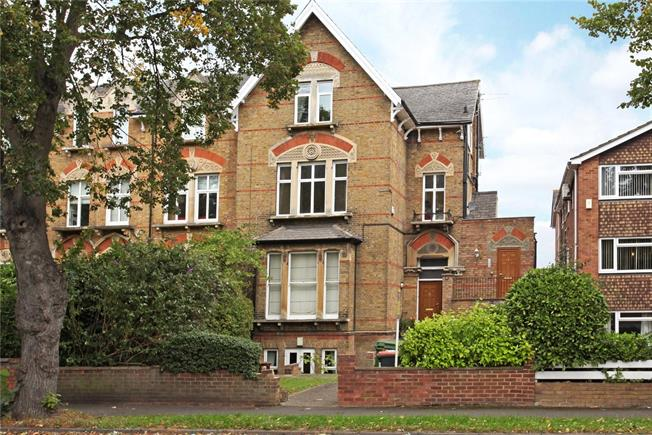Offers in excess of £210,000, Flat For Sale in Berkshire, SL4