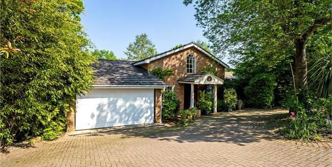 Guide Price £900,000, 4 Bedroom Detached House For Sale in Windsor, SL4