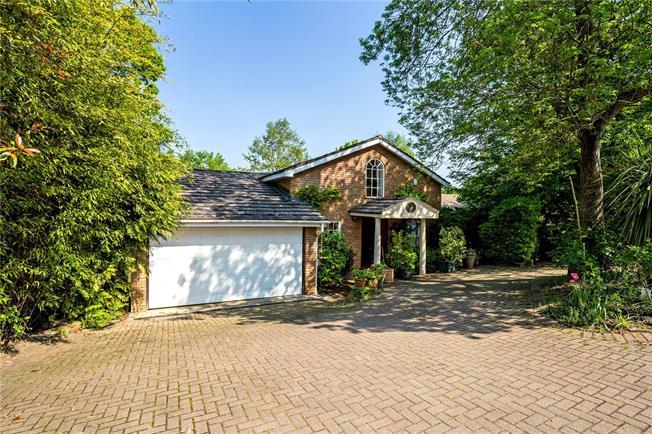 Guide Price £900,000, 4 Bedroom Detached House For Sale in Windsor, SL4