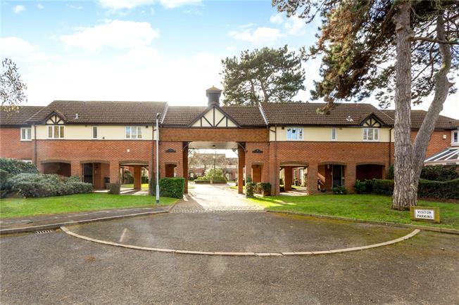 Guide Price £295,000, 1 Bedroom For Sale in Windsor, SL4