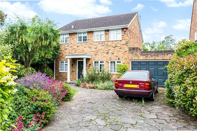 Guide Price £725,000, 4 Bedroom Detached House For Sale in Datchet, SL3
