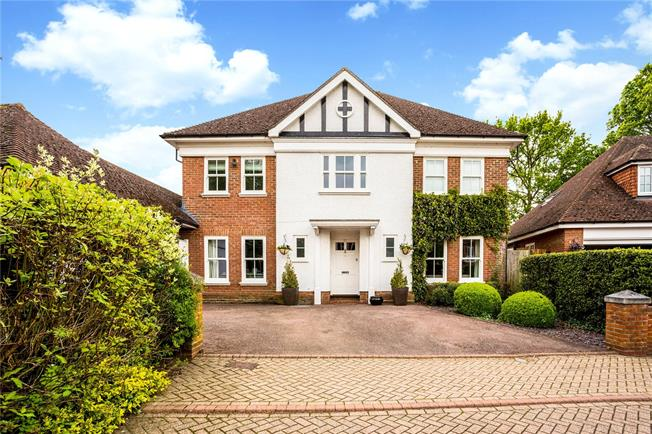 Guide Price £1,450,000, 5 Bedroom Detached House For Sale in Windsor, SL4