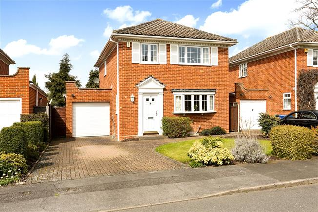 Guide Price £765,000, 4 Bedroom Detached House For Sale in Windsor, SL4