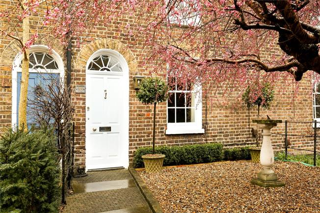 Guide Price £725,000, 2 Bedroom Terraced House For Sale in Windsor, SL4