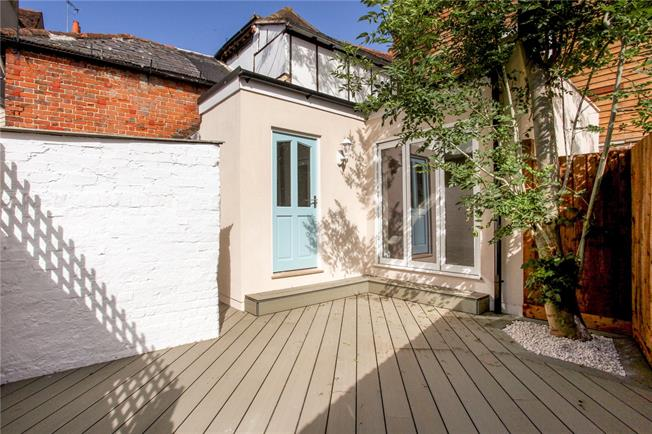 Guide Price £585,000, 4 Bedroom Terraced House For Sale in Eton, SL4