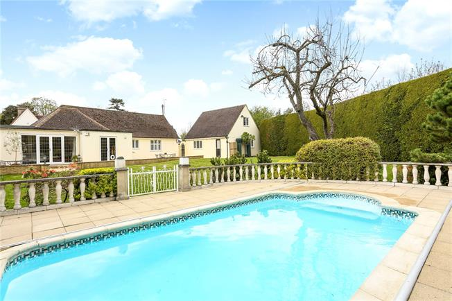 Guide Price £900,000, 5 Bedroom Detached House For Sale in Berkshire, SL4