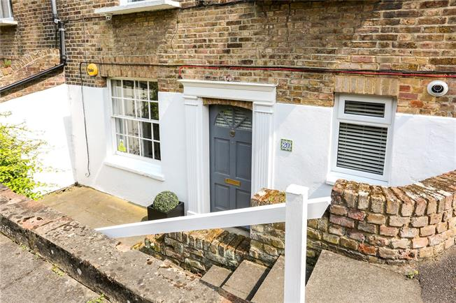 Guide Price £425,000, 2 Bedroom Flat For Sale in Berkshire, SL4