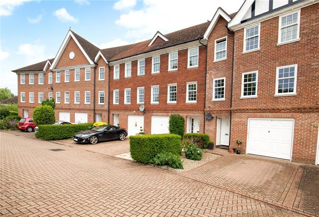 Guide Price £865,000, 5 Bedroom Terraced House For Sale in Windsor, SL4