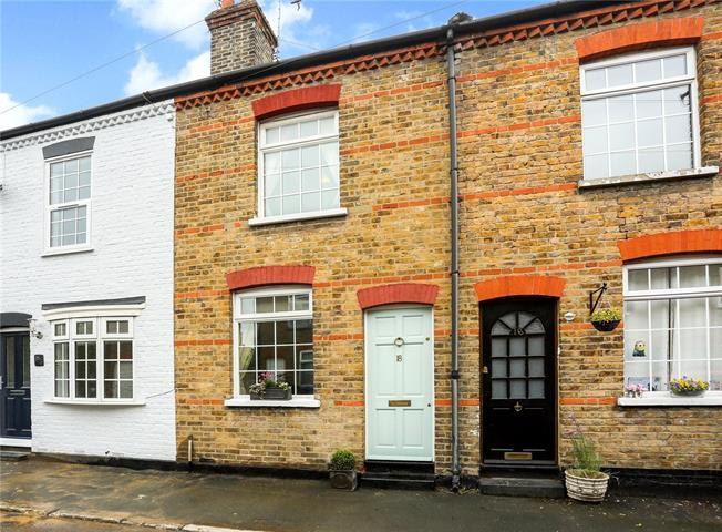 Guide Price £450,000, 2 Bedroom Terraced House For Sale in Windsor, SL4