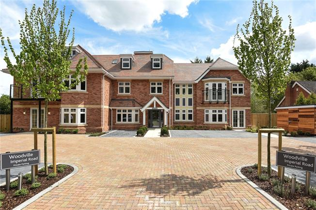 Guide Price £435,000, 2 Bedroom Flat For Sale in Windsor, SL4
