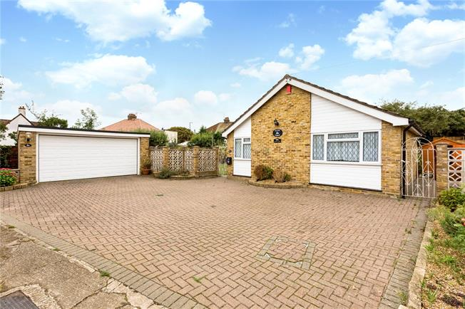 Guide Price £635,000, 3 Bedroom Bungalow For Sale in Old Windsor, SL4