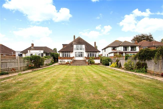 Guide Price £1,100,000, 5 Bedroom Detached House For Sale in Staines-upon-Thames, TW18