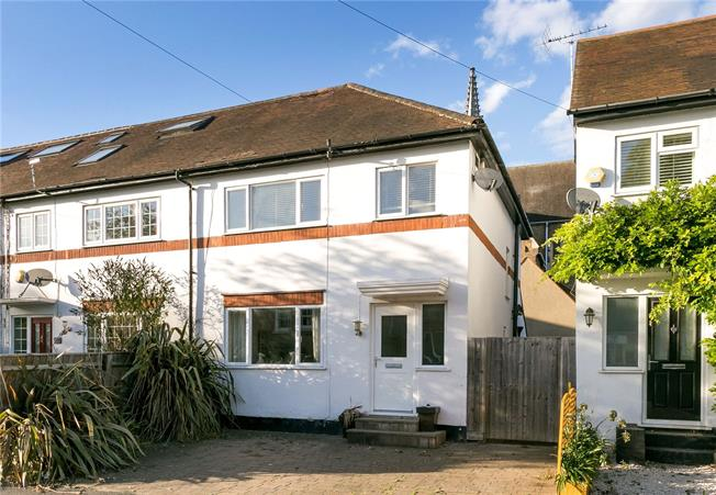 Guide Price £599,950, 3 Bedroom House For Sale in Windsor, SL4