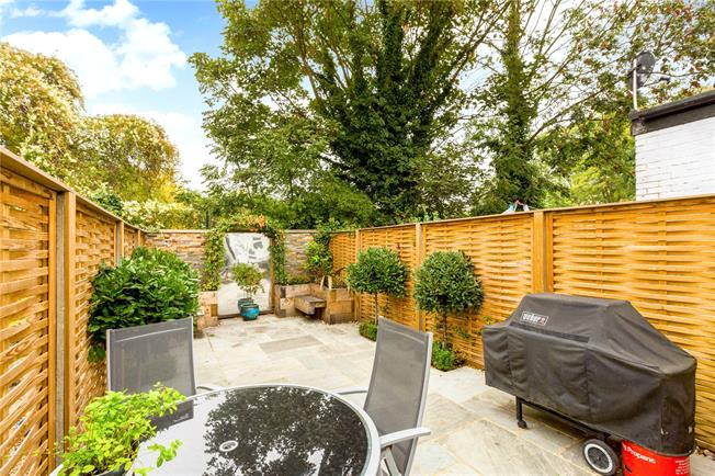 Guide Price £479,950, 2 Bedroom Terraced House For Sale in Windsor, SL4