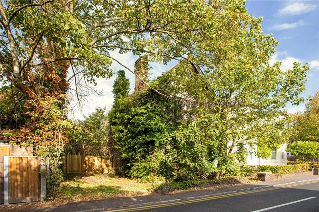 Guide Price £525,000, 3 Bedroom Detached House For Sale in Datchet, SL3