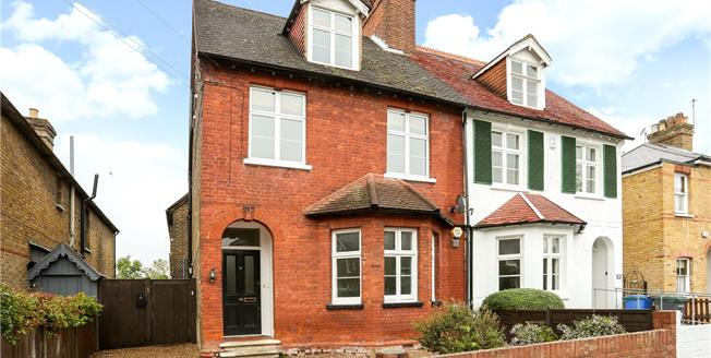 Guide Price £485,000, 3 Bedroom Flat For Sale in Datchet, SL3