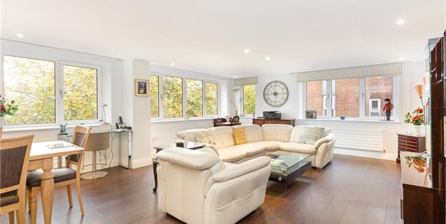 Guide Price £630,000, 2 Bedroom Flat For Sale in Windsor, SL4
