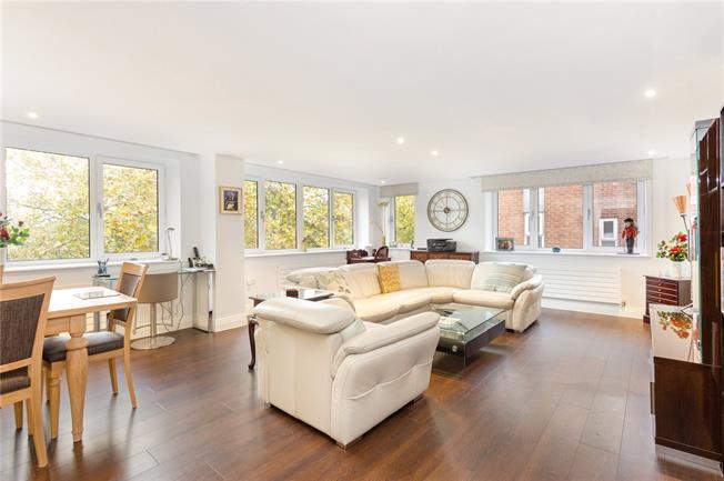 Guide Price £630,000, 2 Bedroom Flat For Sale in Windsor, SL4