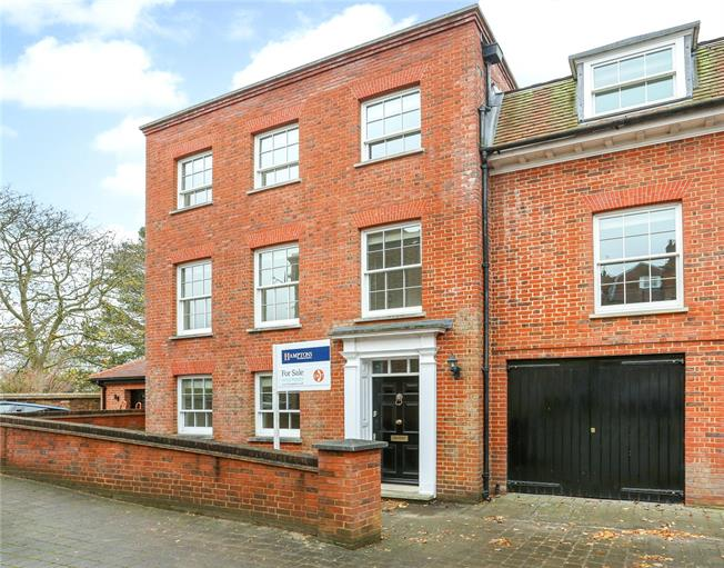 Asking Price £1,200,000, 3 Bedroom Semi Detached House For Sale in Windsor, SL4