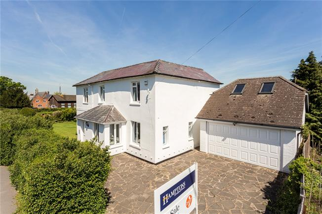 Guide Price £795,000, 5 Bedroom Detached House For Sale in Oakley Green, SL4